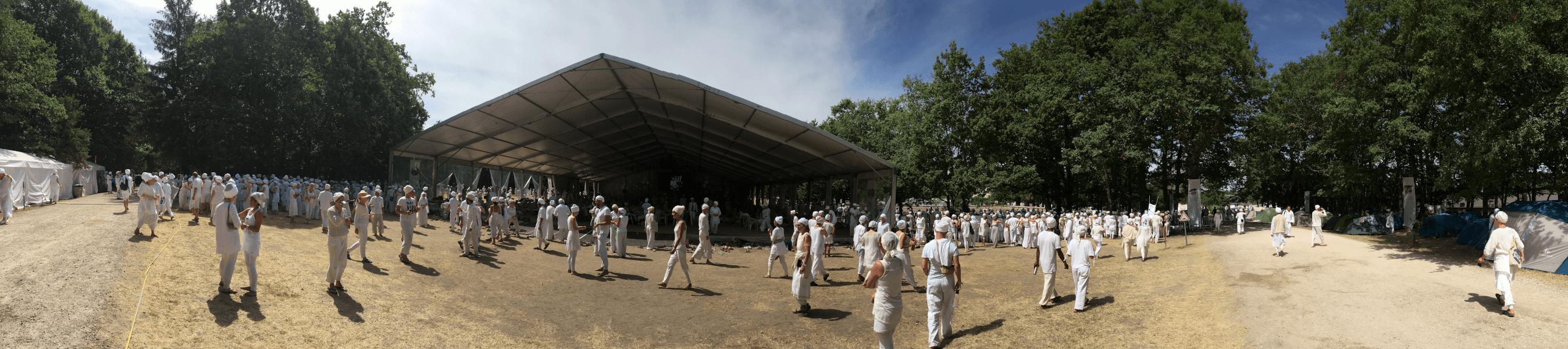 La sortie du Tantra Blanc au 3HO festival près de Blois